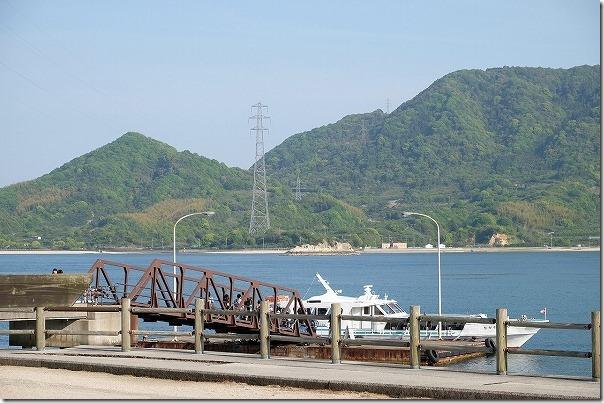 大久野島、第一桟橋へ高速船到着