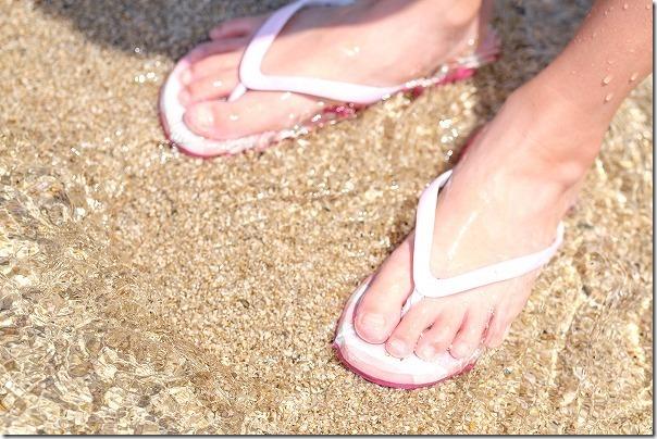 大久野島の青い砂浜、透き通った海