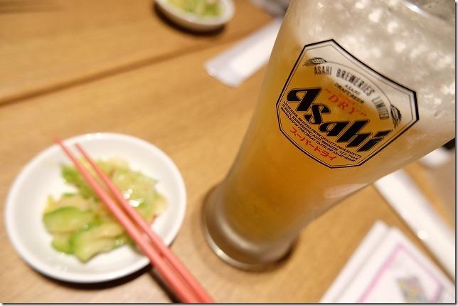 福岡市六本松の豆皿中華Qのザーサイ、生ビール