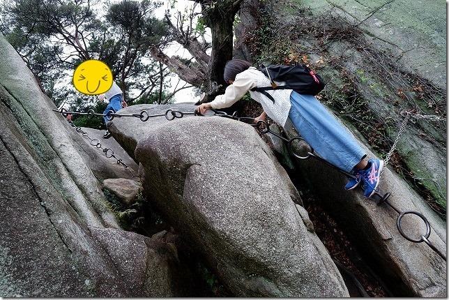 千光寺で岩登り(鎖場を岩登り修行)