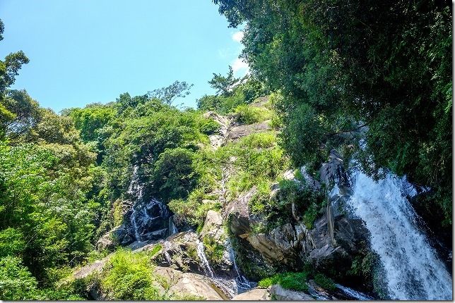 暑い夏の日でしたが滝の近くに居る間だけは涼しかった、見帰りの滝