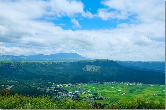 阿蘇、かぶと岩展望台からの眺め