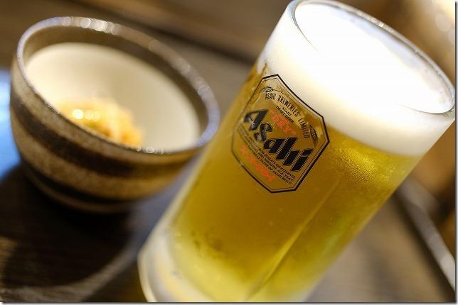 福岡市別府,居酒屋「はなれんこん」で生ビール