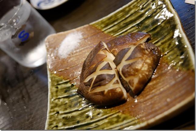 福岡市別府,居酒屋「はなれんこん」で大きな椎茸