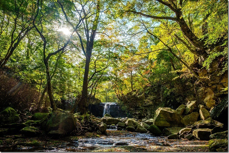 マゼノ渓谷(マゼノ滝の滝壺)の紅葉