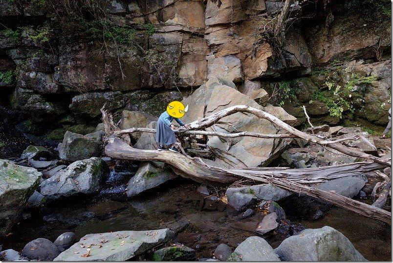 マゼノ渓谷(マゼノ滝の滝壺へ向かう)