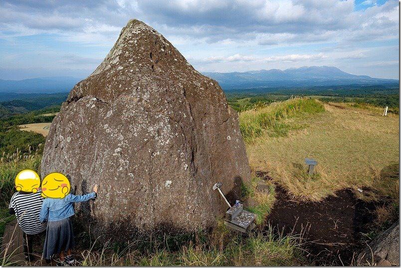 押戸石の丘の巨石(阿蘇郡南小国町)