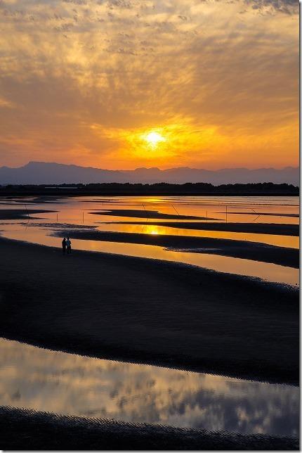干潮の真玉海岸の夕日