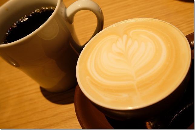 むさしの森珈琲のコーヒーとカフェラテ