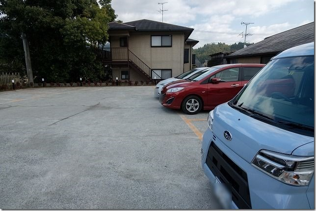 地どり庵・三蔵の駐車場