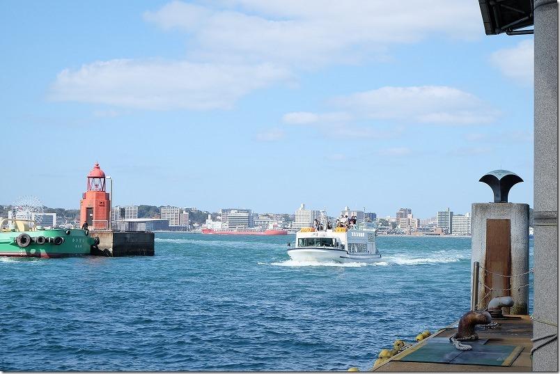 門司港から唐戸市場へ船で渡る。展望デッキ
