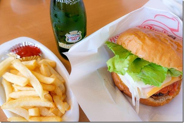 佐世保バーガー本店のでっかいハンバーガー