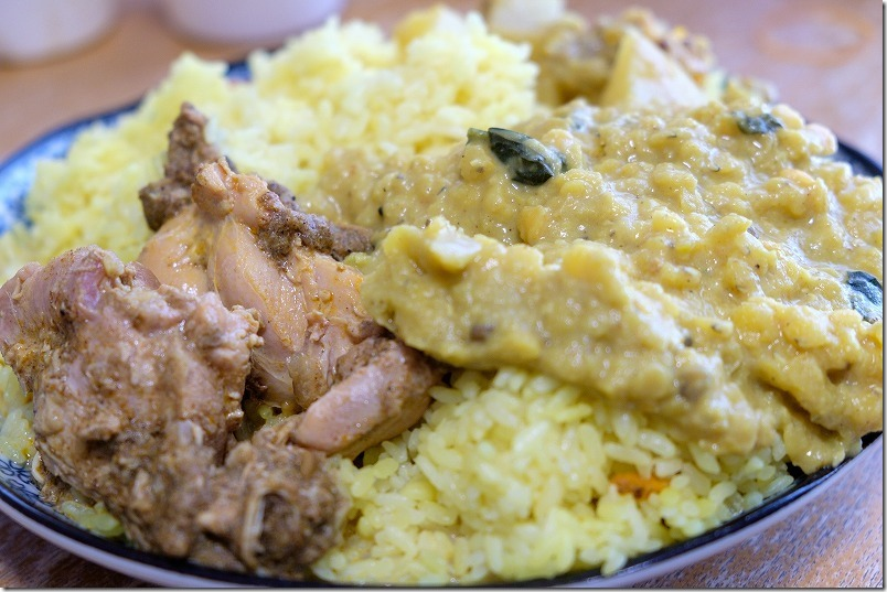 東方遊酒菜ヌワラエリヤのテイクアウトのカレー大盛り