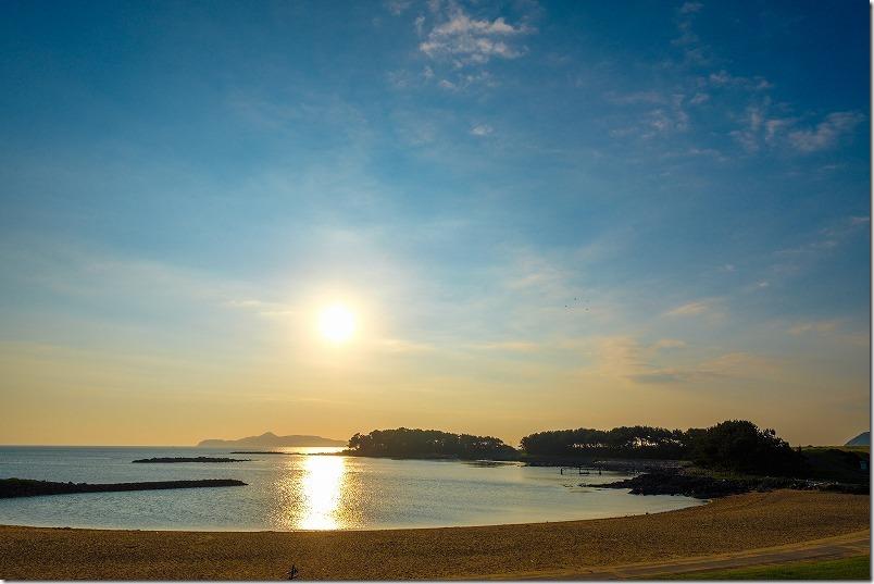 波戸岬の砂浜と夕日