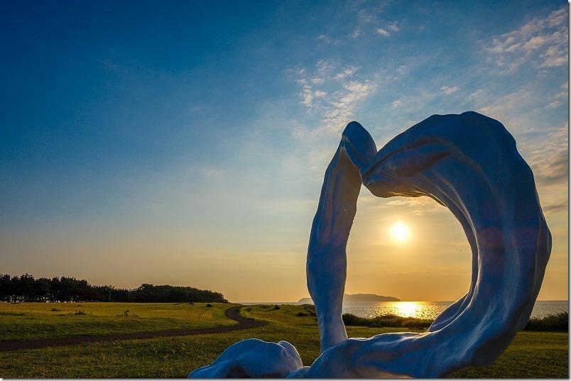 波戸岬のハートのオブジェと夕日
