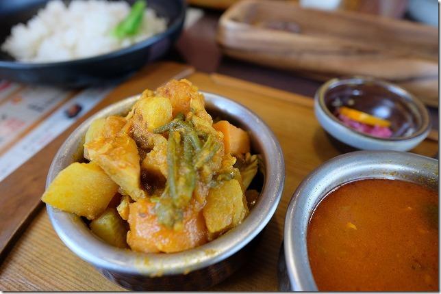 三日月食堂の野菜カレー