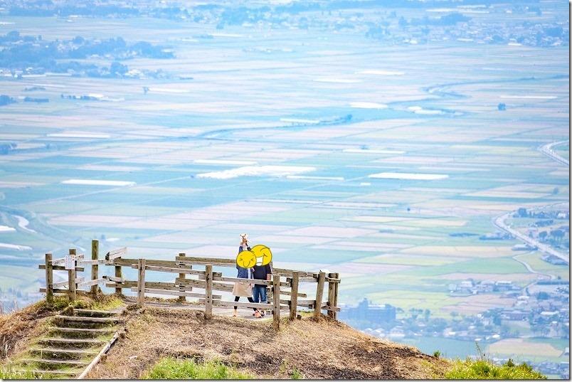 西湯浦園地展望所から阿蘇の空に浮かぶ展望台