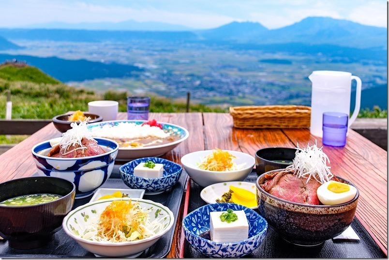阿蘇レストラン北山のテラス席・阿蘇の大絶景