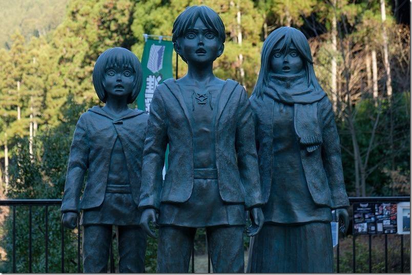 進撃の巨人の銅像、日田 「大山ダム」