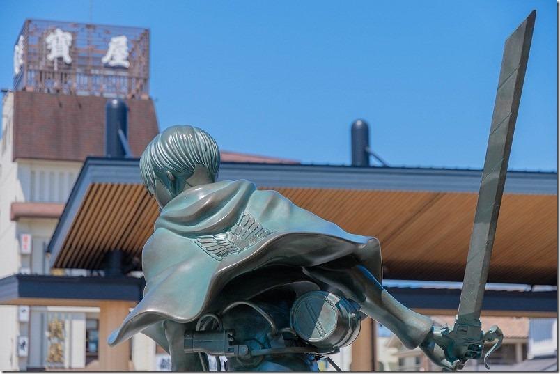 進撃の巨人リヴァイ兵士長の銅像が日田駅前