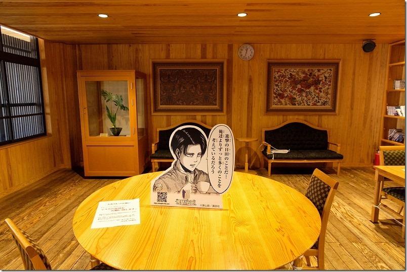 日田駅の構内、待合室なども進撃の巨人