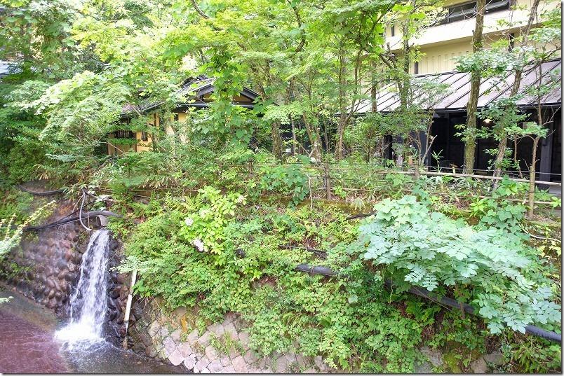 筋湯温泉「うたせ湯」の横の川