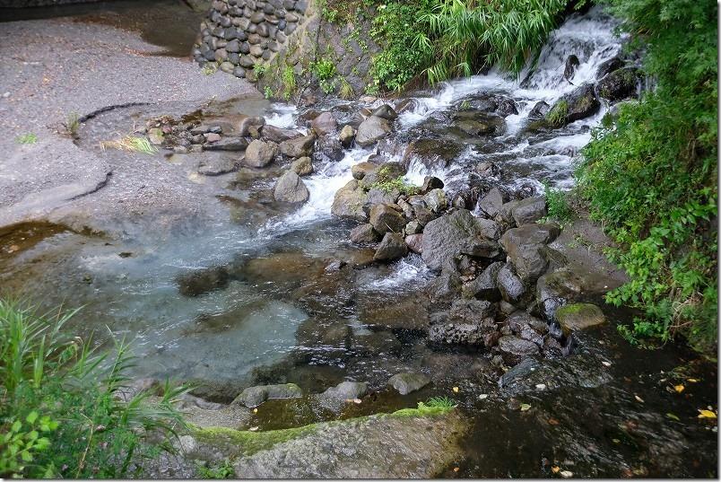 阿蘇・くじゅう、池山水源の湧水、青色